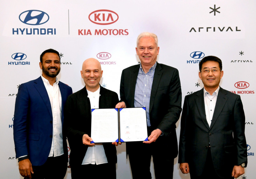 hyundai_and_kia_make_strategic_investment_in_arrival_signing_ceremony_2_0.jpg